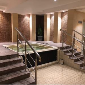 Massage Bathtub (V-1007)